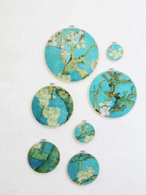 Amandelbloesem van Vincent van Gogh gevangen in 7 borduurringen