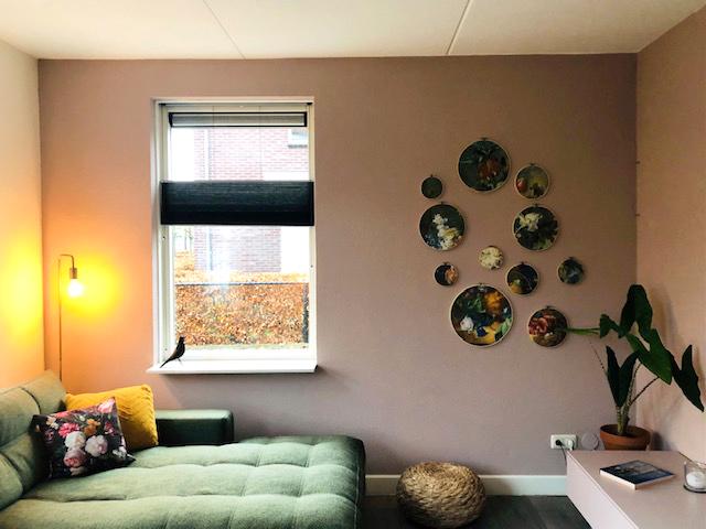 interieur wanddecoratie in borduurringen: Stilleven met bloemen van Jan van Huijsum